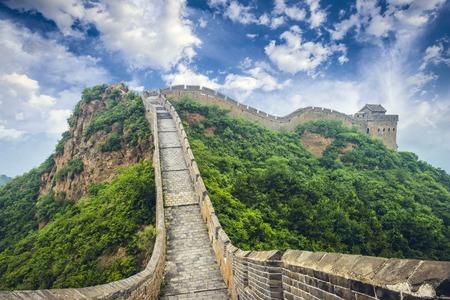 Photo pour Great Wall of China. Unrestored sections at Jinshanling. - image libre de droit