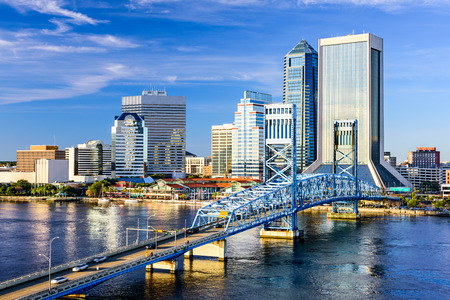 Photo pour Jacksonville, Florida, USA downtown city skyline on St. Johns River. - image libre de droit