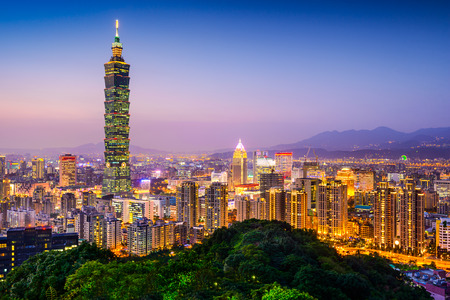 Photo pour Taipei, Taiwan city skyline at twilight. - image libre de droit