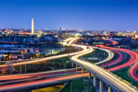 Photo pour Washington D.C. skyline with highways - image libre de droit