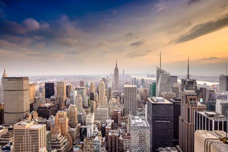 Foto de New York City, USA famous skyline over Manhattan. - Imagen libre de derechos