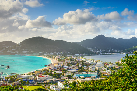 Photo pour Philipsburg, Sint Maarten, cityscape at the Great Salt Pond. - image libre de droit