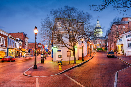 Foto de downtown cityscape on Main Street in Annapolis, Maryland, USA - Imagen libre de derechos