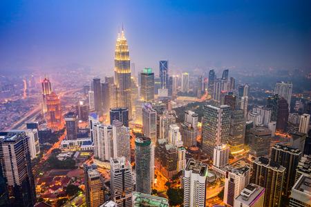Foto de Kuala Lumpur, Malaysia city skyline. - Imagen libre de derechos