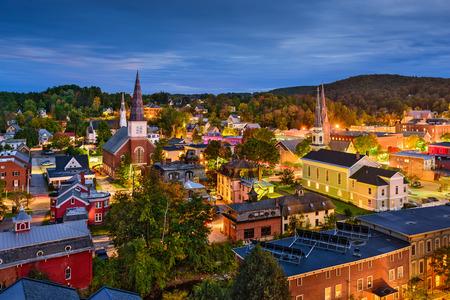 Photo pour Montpelier, Vermont, USA town skyline at twilight. - image libre de droit