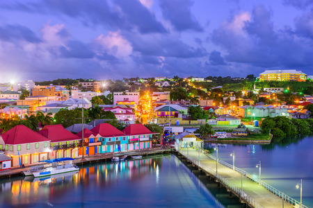 Photo pour St. John's, Antigua port and skyline at twilight. - image libre de droit