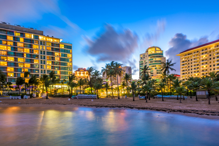 Photo pour San Juan, Puerto Rico resort skyline on Condado Beach. - image libre de droit