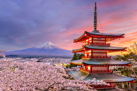 Photo pour Fujiyoshida, Japan at Chureito Pagoda and Mt. Fuji in the spring with cherry blossoms. - image libre de droit