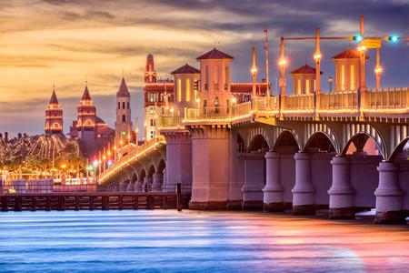 Foto de St. Augustine, Florida, USA Skyline at Bridge of Lions. - Imagen libre de derechos