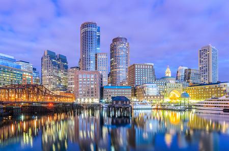 Photo pour Boston, Massachusetts, USA city skyline at the harbor. - image libre de droit