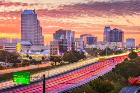 Photo pour Orlando, Florida, USA downtown cityscape over the highway. - image libre de droit
