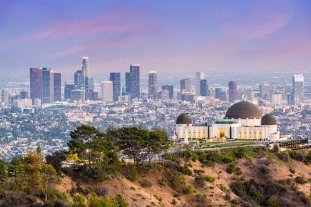 Photo pour Los Angeles, California, USA downtown skyline from Griffith Park. - image libre de droit