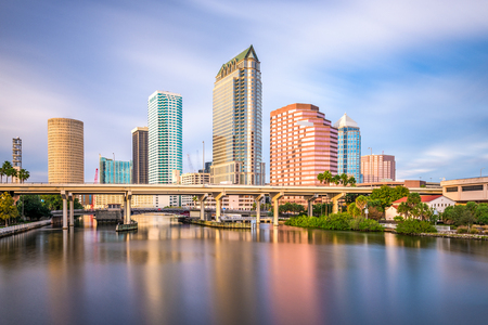 Photo pour Tampa, Florida, USA downtown skyline on the Hillsborough River. - image libre de droit