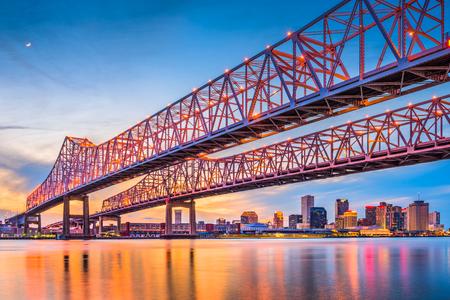 Foto de New Orleans, Louisiana, USA at Crescent City Connection Bridge over the Mississippi River. - Imagen libre de derechos