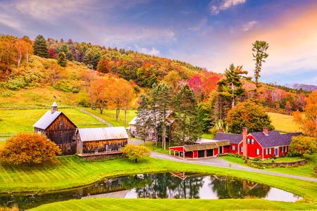 Photo pour Vermont, USA early autumn rural scene. - image libre de droit
