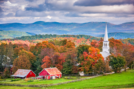Photo pour Peacham, Vermont, USA rural autumn scene. - image libre de droit