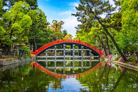 Foto de Osaka, Japan at the Taiko Drum Bridge of Sumiyoshi Taisha Grand Shrine. - Imagen libre de derechos