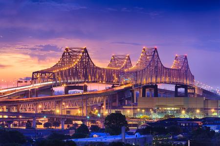 Foto de New Orleans, Louisiana, USA at Crescent City Connection Bridge. - Imagen libre de derechos