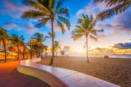Photo pour Fort Lauderdale Beach, Florida, USA at dawn. - image libre de droit