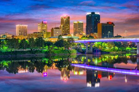 Photo pour Little Rock, Arkansas, USA downtown skyline on the Arkansas River. - image libre de droit