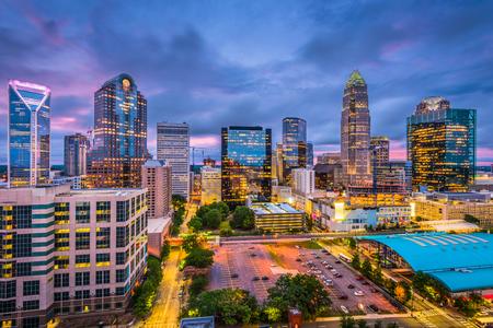 Foto de Charlotte, North Carolina, USA skyline. - Imagen libre de derechos