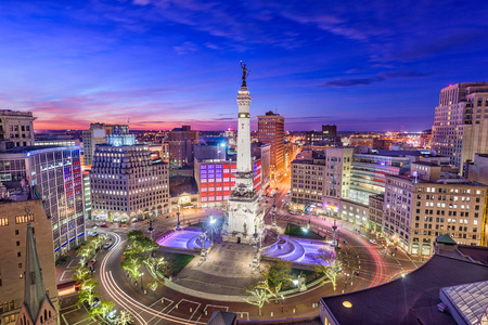 Photo pour Indianapolis, Indiana, USA skyline over Monument Circle. - image libre de droit