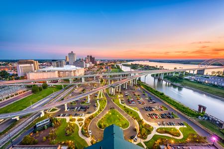 Foto de Memphis, Tennessee, USA aerial skyline view with downtown and Mud Island. - Imagen libre de derechos