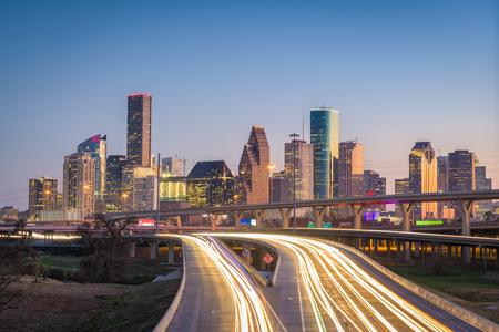 Photo pour Houston, Texas, USA downtown city skyline and highway. - image libre de droit