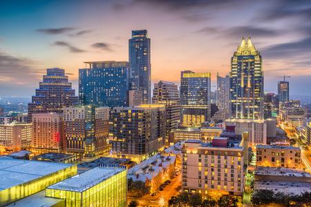 Photo pour Austin, Texas, USA downtown cityscape at dusk. - image libre de droit
