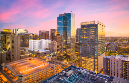 Foto de Phoenix, Arizona, USA cityscape in downtown at sunset. - Imagen libre de derechos