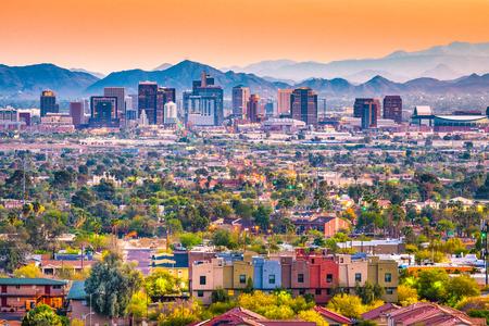 Photo pour Phoenix, Arizona, USA downtown cityscape at dusk. - image libre de droit