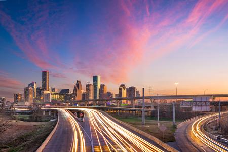 Photo pour Houston, Texas, USA downtown skyline over the highways at dusk. - image libre de droit