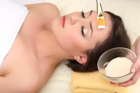 Photo pour Beautiful young woman in cosmetic salon close up - image libre de droit