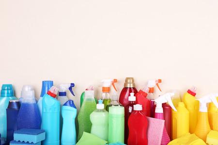 Foto de Cleaning products on shelf - Imagen libre de derechos