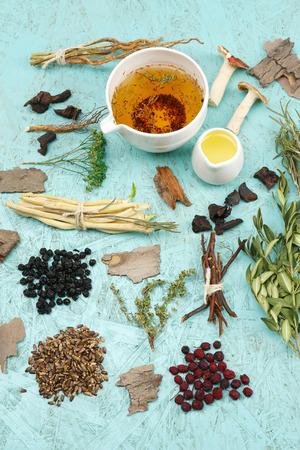 Foto de Traditional chinese herbal medicine ingredients, close-up - Imagen libre de derechos