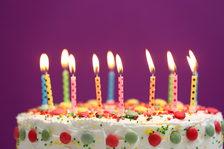 Photo pour Birthday cake with candles on purple background - image libre de droit