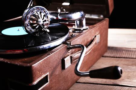 Foto für Gramophone with vinyl record, closeup - Lizenzfreies Bild