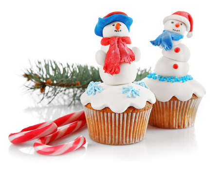 Photo pour Christmas cupcakes isolated on white - image libre de droit