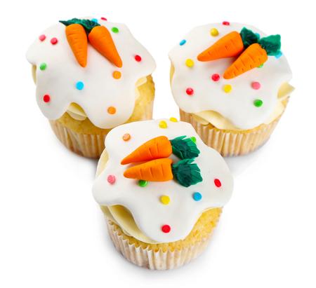 Photo pour Easter cupcakes on white background - image libre de droit