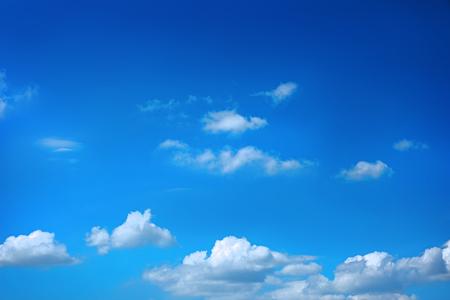 Foto de White clouds in blue sky - Imagen libre de derechos