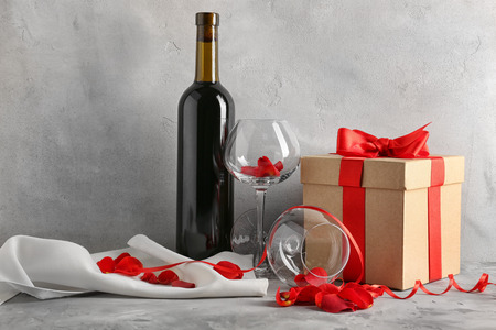 Photo pour St. Valentines Day concept. Wine, roses and gift box on table - image libre de droit