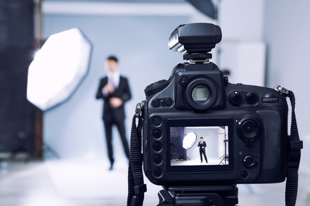 Photo pour Closeup view of professional camera in studio - image libre de droit
