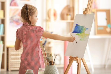 Photo pour Cute little artist painting picture in studio - image libre de droit
