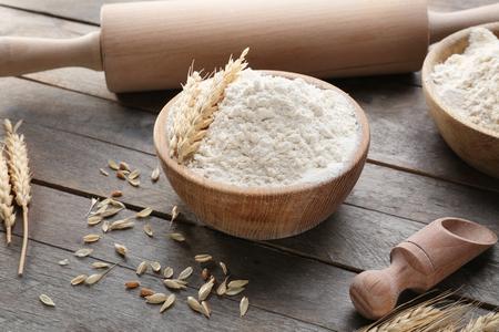 Photo pour Composition with flour and kitchen utensils on wooden background - image libre de droit