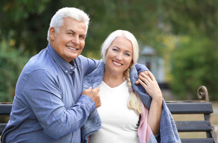 Foto per Mature couple sitting on bench outdoors - Immagine Royalty Free