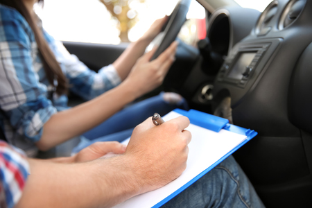 Photo pour Driving instructor writing down results of exam, closeup - image libre de droit