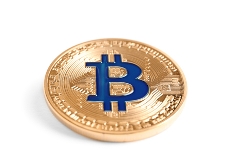 Photo pour Golden bitcoin on white background - image libre de droit