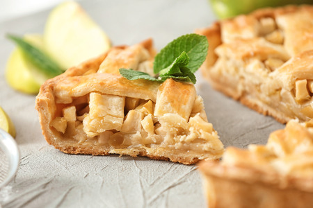 Foto per Tasty homemade apple pie on table, closeup - Immagine Royalty Free
