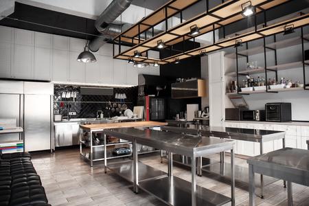 Photo pour Interior of professional kitchen in restaurant - image libre de droit