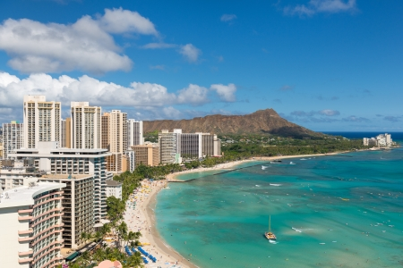 Photo pour Scenic view of Honolulu city and Waikiki Beach; Hawaii, USA - image libre de droit